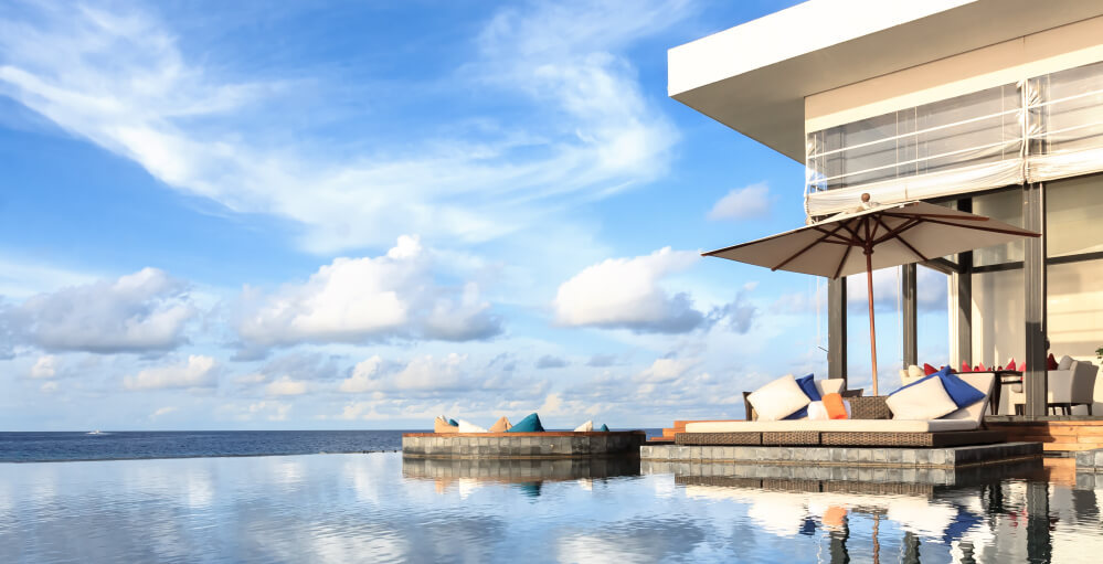 Infinity pool Maldives